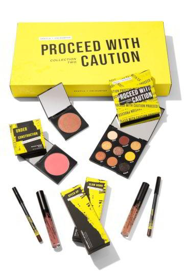 Colección Proceed With Caution