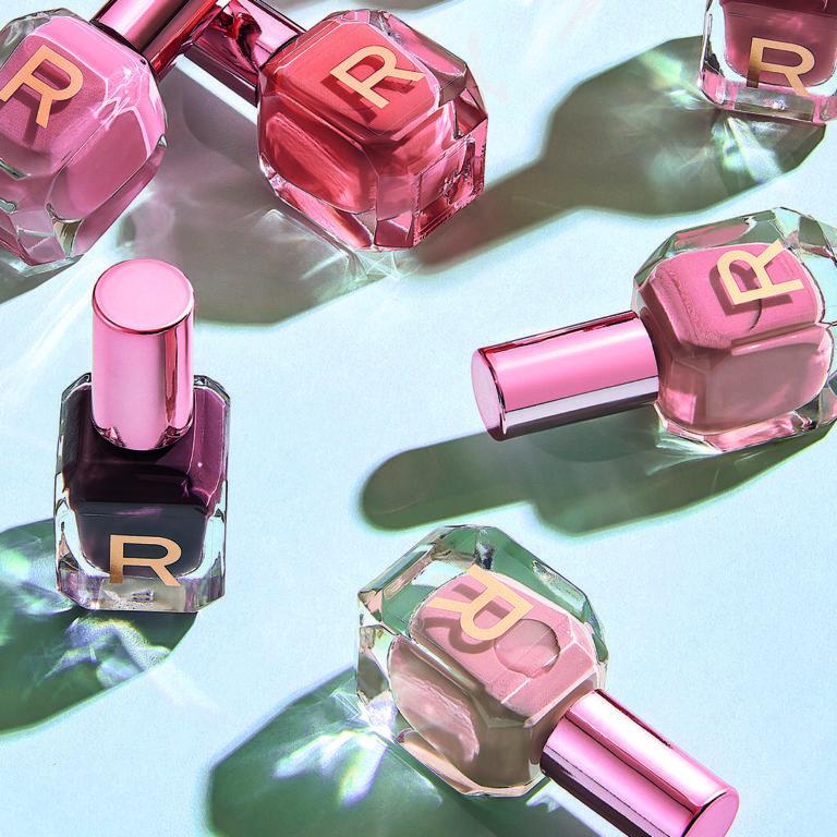 Pinta uñas de Revolution tonos nude