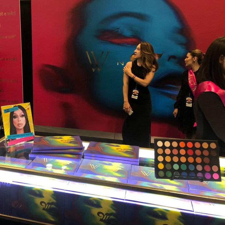 Wet n Wild The 40 Palette Promo Stand 1