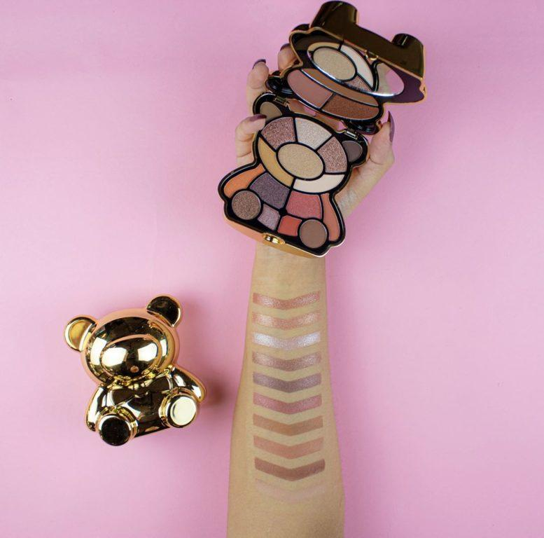 I Heart Revolution Paleta Teddy Bear Honey Swatches