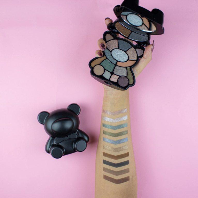 I Heart Revolution Paleta Teddy Bear Jett Swatches