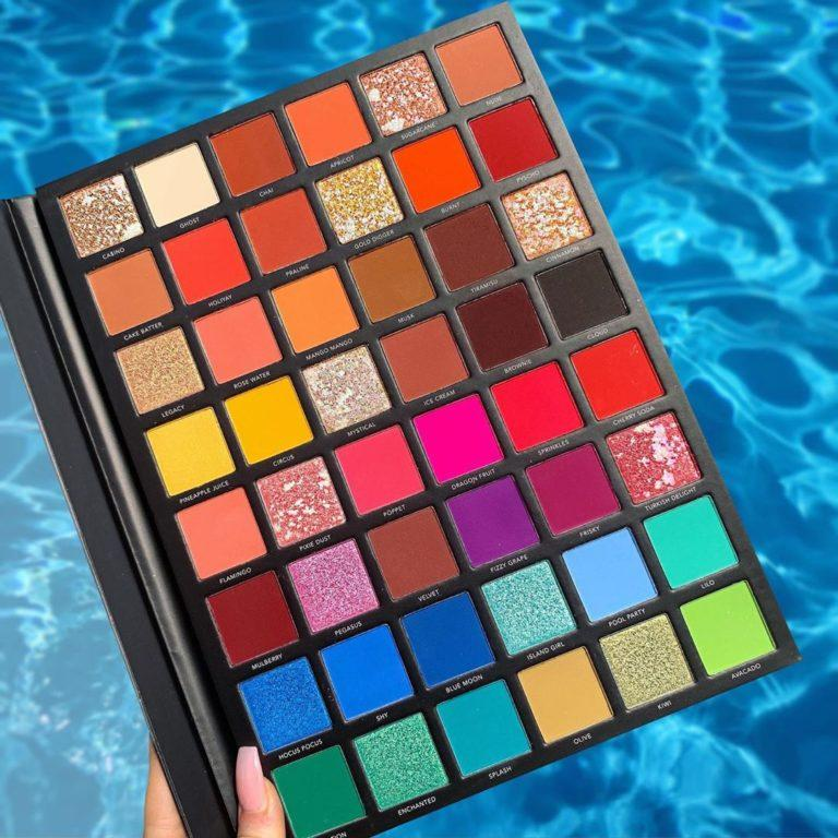 LaRoc Cosmetics Pro Artistry Book Alt Pool