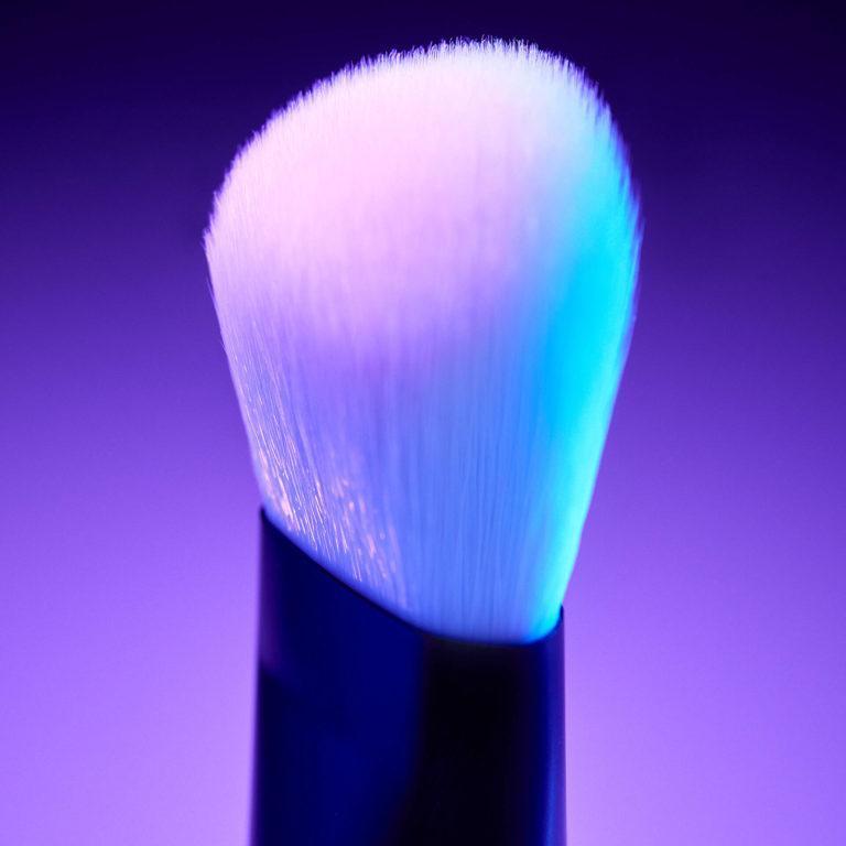 NYX Cosmetics High Glass Illuminating Powder Brush ALT