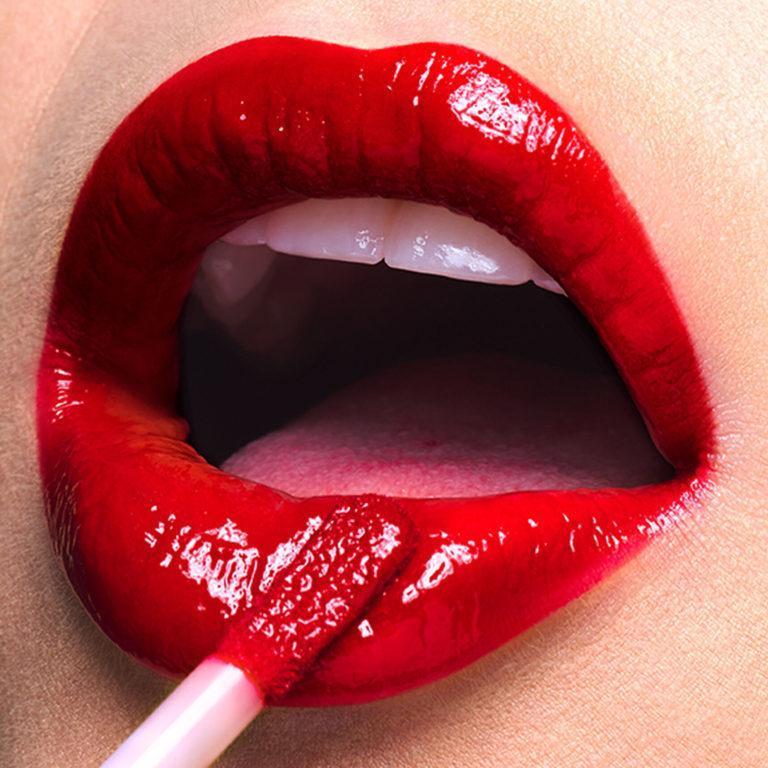 Stila Cosmetics Shine Fever™ Lip Vinyl Lips Promo 4
