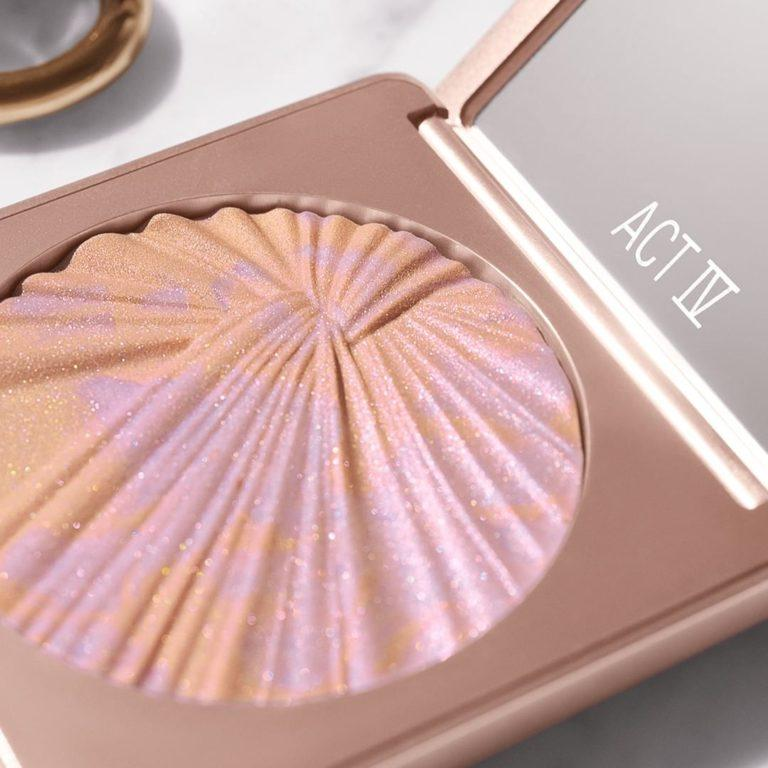 Estee Lauder x Danielle Lauder Act IV Collection Spotlight Highlighter Close