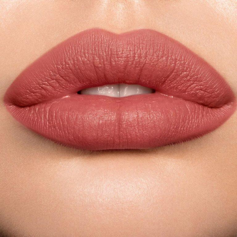 Charlotte Tilbury Matte Revolution Lipstick in Mrs Kisses Lip Swatch