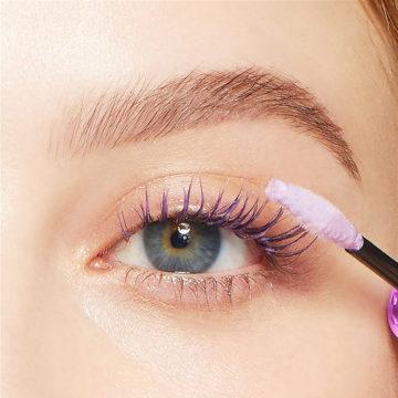 Maybelline The Falsies Lash Mask Eye Model