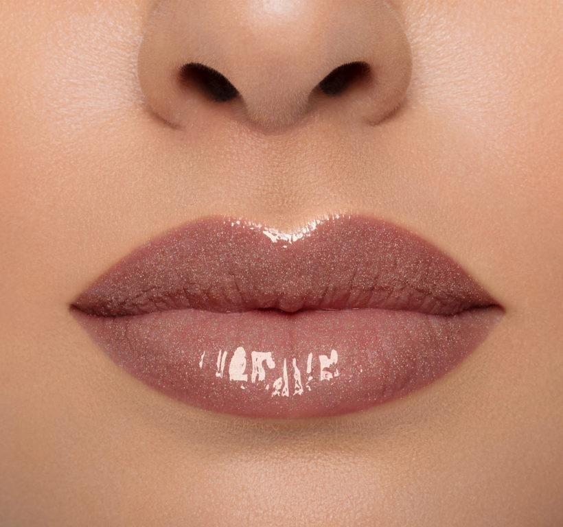 Morphe Free To Be Collection Lip Gloss en Speak Out Lip Swatch light skin