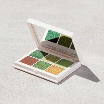 Snap Shadows Mix & Match Eyeshadow Palette 10 Money Open