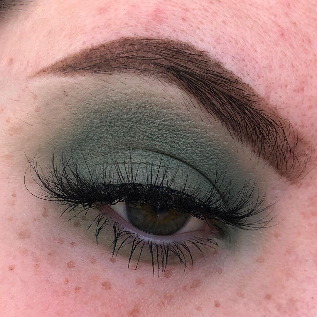 Wicked Palette By Unicorn Cosmetics Model Eye Using Misery Eyeshadow