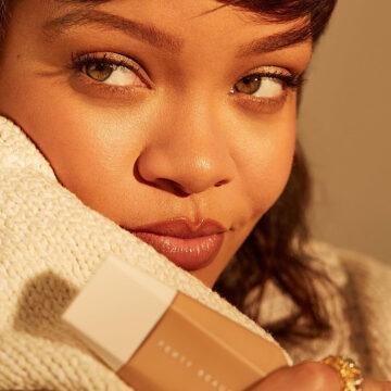 Fenty Beauty Eaze Drop Blurring Skin Tint Rihanna Promo With Product