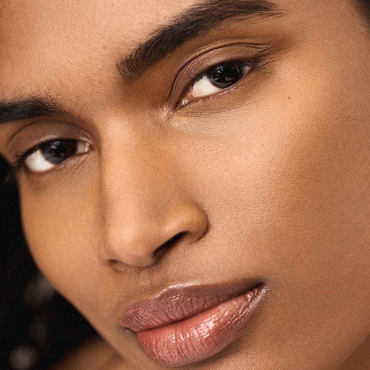 Fenty Beauty Bright Fix Eye Brightener Promo Model Honey Mustard