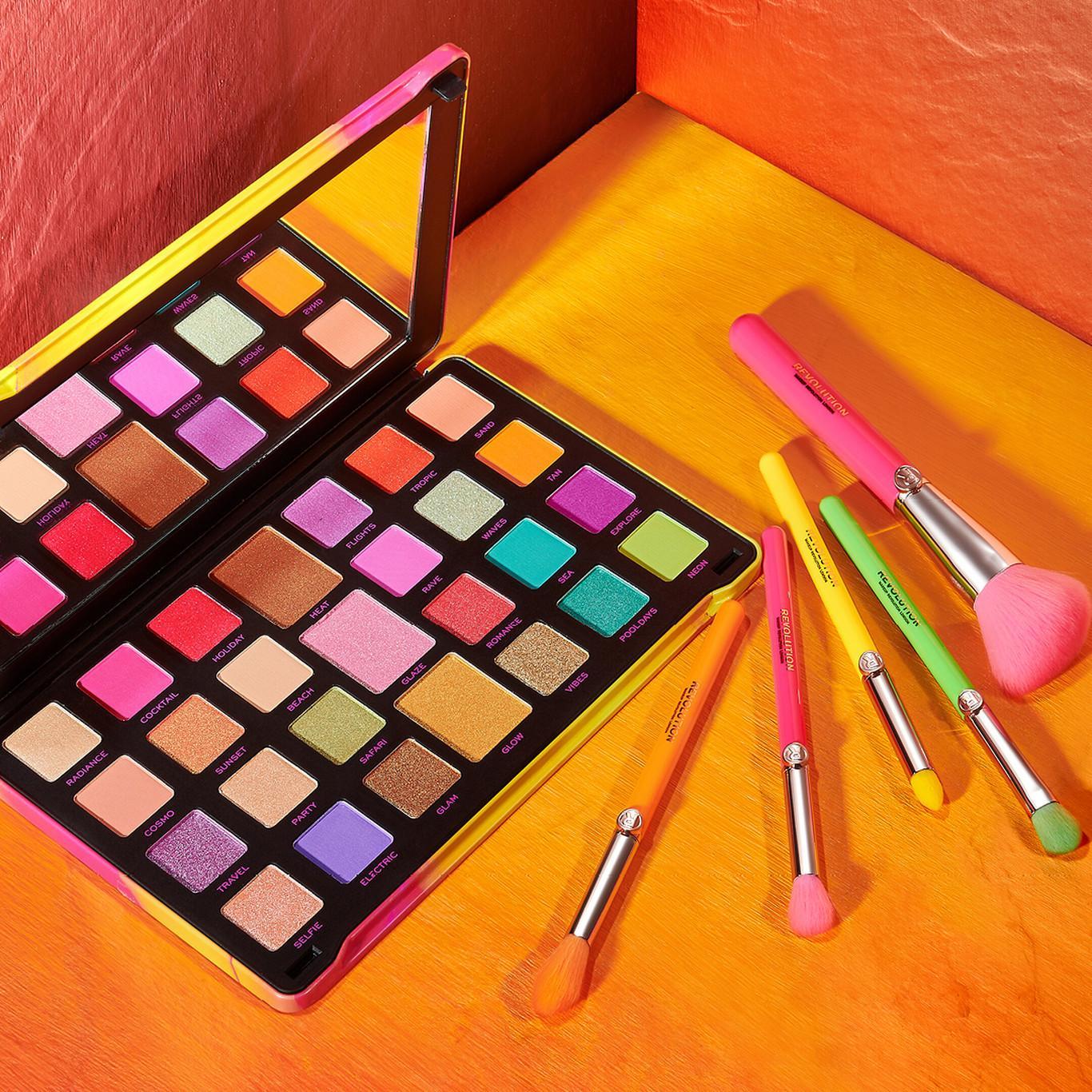 Makeup Revolution Neon Heat Limitless Eyeshadow Palette & Brush Set Promo