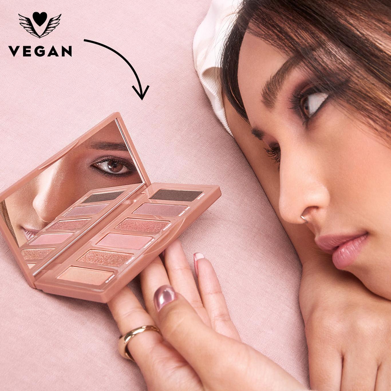 Urban Decay Naked3 Mini Eyeshadow Palette Open Life Style Promo
